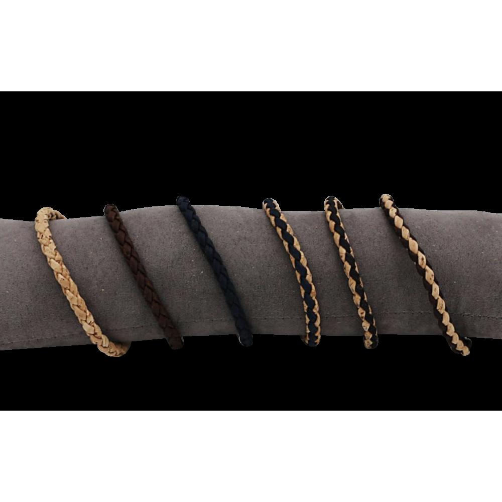 6 bracelets en liège naturel simplement tressé avec des bandes fines.