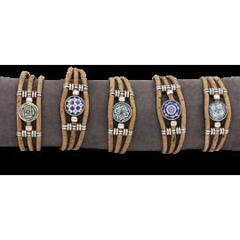 5 bracelets en liège naturel avec une pièce central aux nombreux designs.