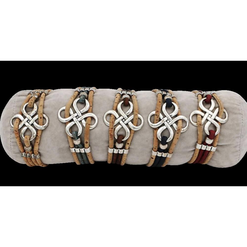 5 bracelets liège naturel avec un carré en boucles celtique en métal.