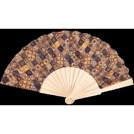 Éventail en liège naturel avec de nombreux motifs variés regroupés en damier.