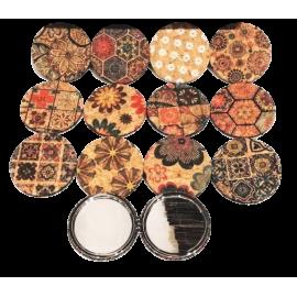 Assortiment de 12 miroir de poche en liège naturel avec motifs variés.